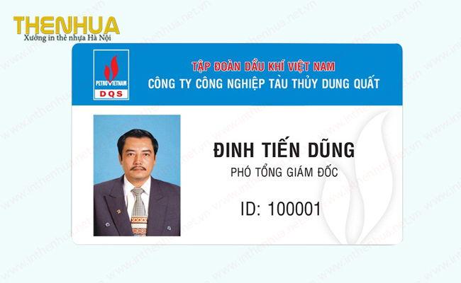 the-nhua-nhan-vien-doc-dao