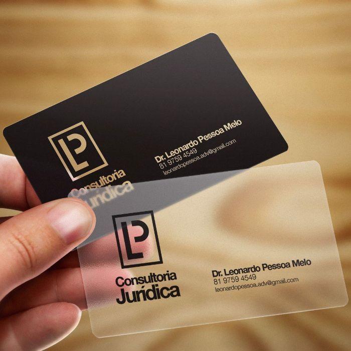 Để đảm bảo tính thẩm mỹ cho thẻ card thì khi thiết kế bạn không nên quá lạm dụng màu sắc